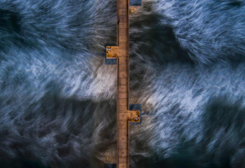عکس اسکله موج شکن در ونیز بعد از غروب | سرعت شاتر 5 ثانیه | عکس از Stephane Couture