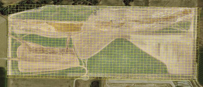 شبکه زرد رنگ ۵۰*۵۰ با ارتوموزائیک DroneDeploy همپوشان شده است