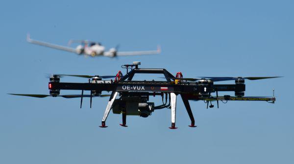 آزمایش حین پرواز فرستنده گیرنده یکپارچه شده در فضای هوای محلی در طول ساعات عملیاتی