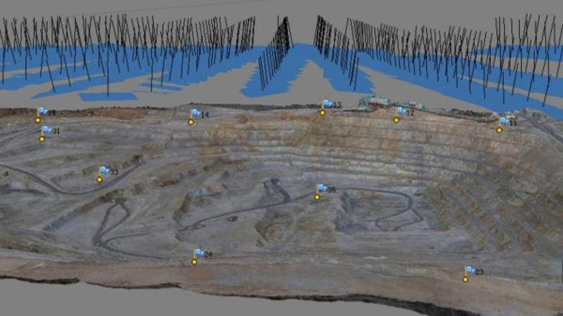 مدل سه بعدی با پیش نمایش تصاویر هوایی و نقاط کنترل زمینی